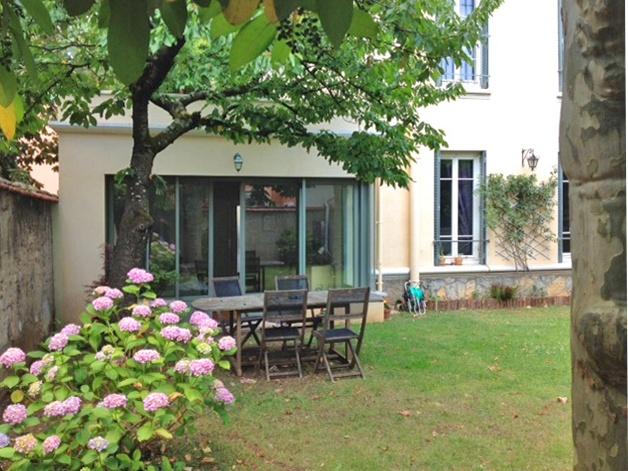 Extension Maison à Montchat : Façade Jardin Hortensia