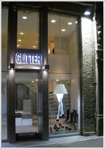 Agencement du magasin de chaussures de luxe Glitter : enseigne de nuit