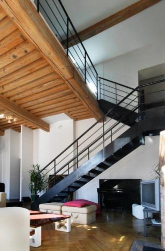 Rénovation d'un appartement à la Croix Rousse. : escalier acier central