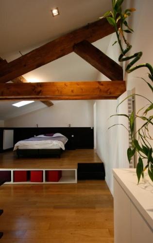 Rénovation d'un appartement à la Croix Rousse. : chambre dans les combles