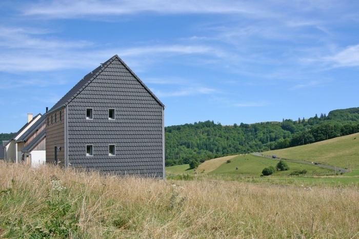 'La petite maison dans la prairie' , un refuge en montagne. : Façade Ouest