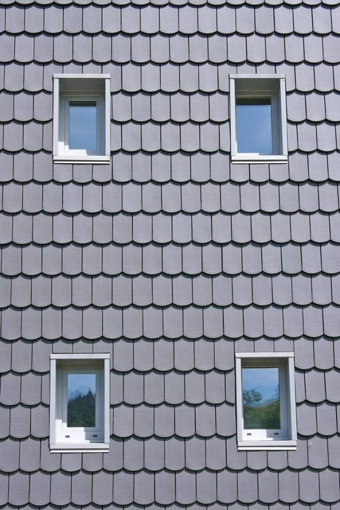 'La petite maison dans la prairie' , un refuge en montagne. : Détail fenêtres