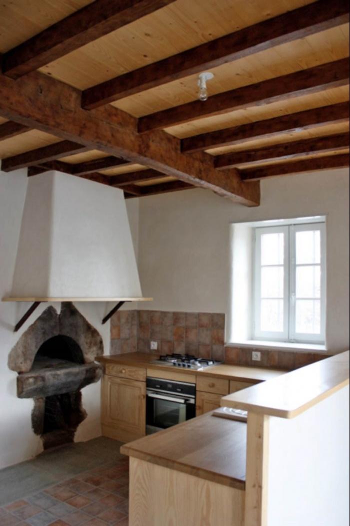 Ancien corps de ferme rénové : four à pain, cuisine